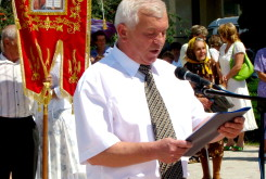 Ivan Tkachuk, the mayor of Lanovtsy, reads the Declaration to the city of Lanovtsy