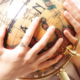 globe-hands-old